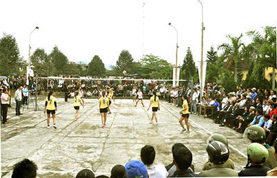Các trận đấu luôn diễn ra sôi động nhờ khá đông khán giả cổ vũ.