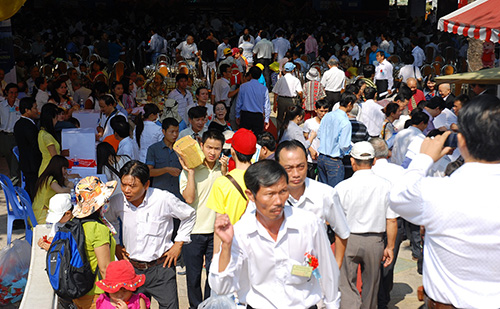 Hàng nghìn người Quảng về tụ họp ở ngày hội đồng hương.