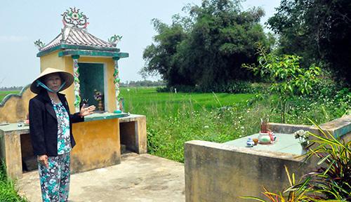 Tại bến sông Hương Biều, người dân xóm Chín Chủ ngày trước dựng ngôi miếu thờ anh linh các thế hệ cha anh đã hy sinh.