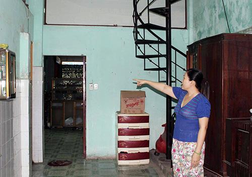 Theo bà Nguyễn Thị Tâm, UBND TP.Tam Kỳ xác định diện tích phía sau nhà là đất lấn chiếm là không có cơ sở. Ảnh: T.T