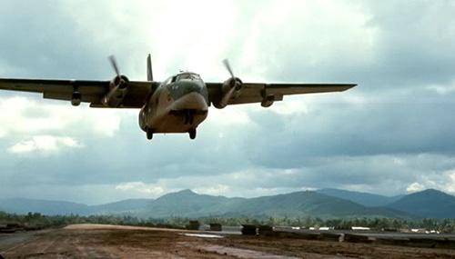 Các vận tải cơ cỡ lớn của Mỹ giải cứu quân Đồng minh tại Khâm Đức. Ảnh tư liệu