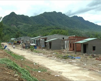 Những ngôi nhà kiên cố dần mọc lên tại khu TĐC Đồng Chàm.Ảnh: H.L
