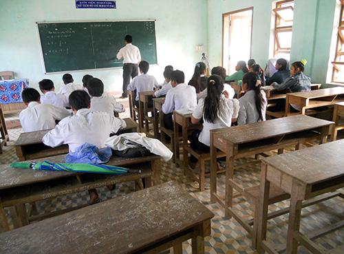 Nhiều lớp học ở miền núi thưa thớt vì học sinh bỏ học. Ảnh: HOÀNG THỌ