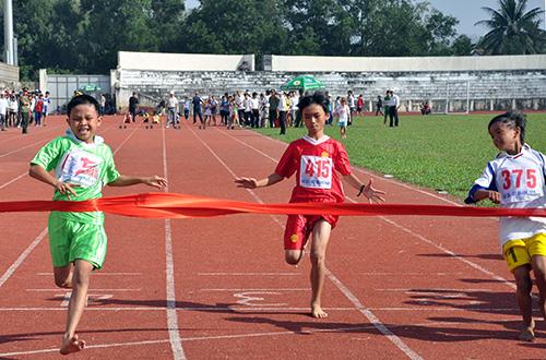 Để chuẩn bị cho giải thể thao học sinh cấp tỉnh, thời gian qua, giải cấp cơ sở diễn ra khá sôi nổi.Ảnh: X.PHÚ