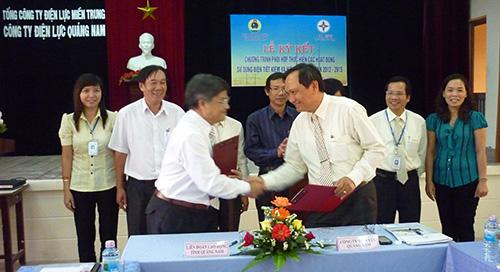 Công ty Điện lực Quảng Nam và Liên đoàn Lao động tỉnh ký kết chương trình vận động cán bộ, công nhân viên lao động tiết kiệm điện.