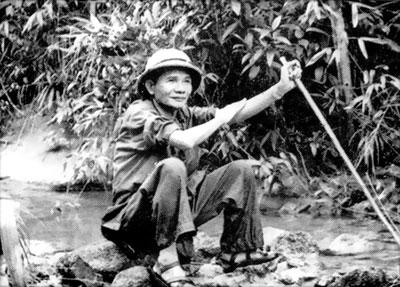 Bí thư Tỉnh ủy Hồ Nghinh thời kỳ ở Hòn Tàu.