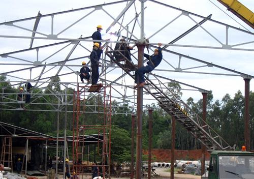 Thi công lắp ráp nhà xưởng cho các dự án đầu tư vào các khu công nghiệp.