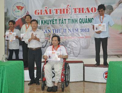 Để được đứng trên bục cao nhất, các vận động viên khuyết tật phải nỗ  lực rất nhiều. Ảnh: A.S
