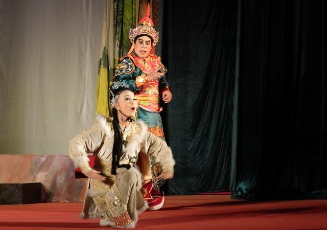 Một cảnh trong trích đoạn Hồ Nguyệt Cô hóa cáo do Nhà hát tuồng VN biểu diễn phục vụ nhân dân Quảng Nam.
