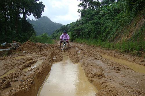 Đường đến Trà Cang mùa mưa lũ.
