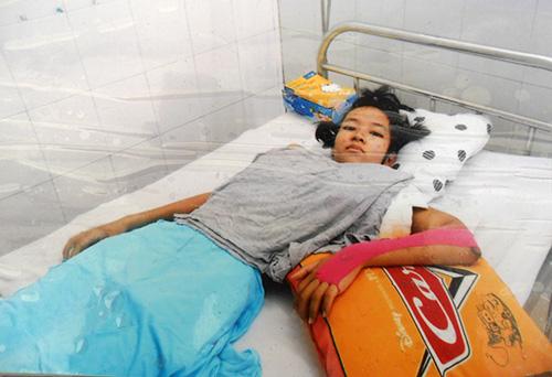 Em Sa đang nằm điều trị tại Bệnh viện Phụ sản - Nhi TP. Đà Nẵng.