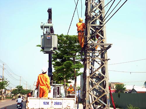 Thi công cải tạo lưới điện TP.Tam Kỳ.