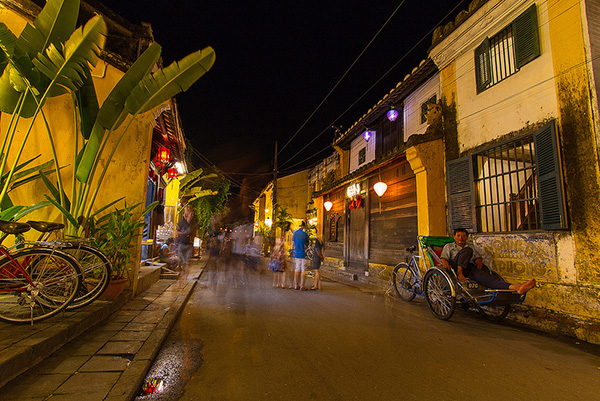 A corner of Hoi An ancient town by night. Photo: Hoang Ly