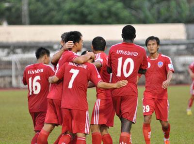 Niềm vui của các cầu thủ QNK Quảng Nam sẽ tiếp tục duy trì trong các trận đấu sắp tới? Ảnh: A.S