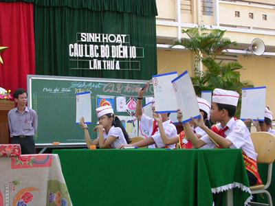 Một buổi sinh hoạt Câu lạc bộ điểm 10 trường THCS Lý Tự Trọng.                                                                                                                Ảnh: XUÂN PHÚ