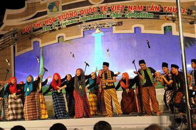 The Ondel-ondel song displayed by Indonesin choir trouepe was valued the most interesting item by the views.