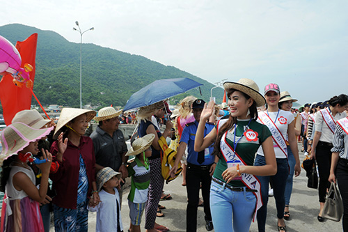 """Miss Beauty"" contestants have begun their first activities in Quang Nam province."