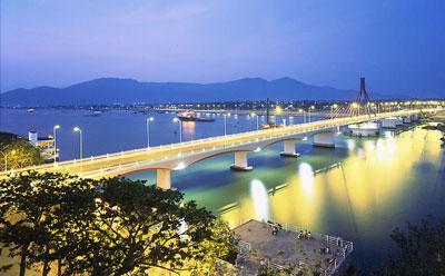 Cầu sông Hàn - Đà Nẵng.