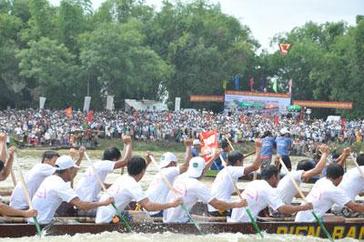 Giải đua thuyền được coi là ngày hội của người dân.