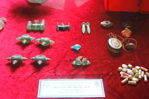 Jewelries of Sa Huynh civilization-around 2,300 years ago.