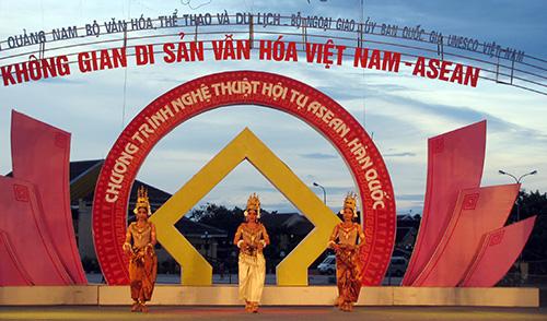 Điệu Apsara huyền hoặc đến từ quốc gia Campuchia.