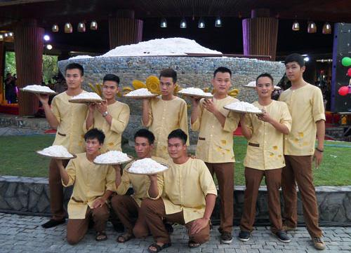 Big bowls of Quang Noodle.