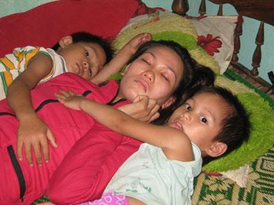 Ba mẹ con chị Huỳnh Thị Thanh.