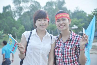 Đội bóng QNK Quảng Nam về trong sự đón tiếp của khá đông cổ động viên