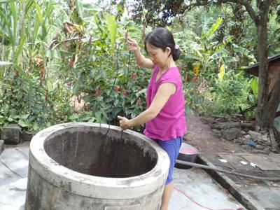 Nhiều hộ dân thôn 4 xã Duy Hòa đang thiếu nước uống, nước sinh hoạt. Ảnh: H.L