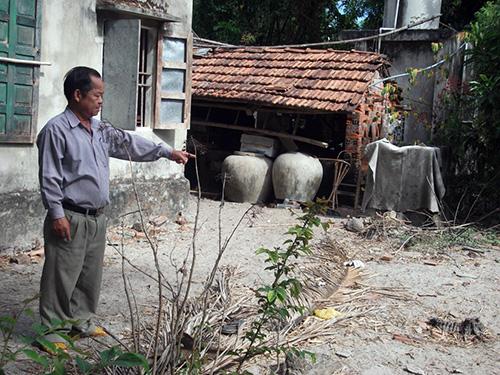 Theo nhiều nhân chứng xác định, miệng hầm địa đạo thôn Bình Túy nằm trong vườn nhà anh hùng liệt sĩ Trương Thị Xáng.Ảnh: VĂN TOÀN
