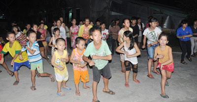 Các em thiếu nhi sinh hoạt tại nhà văn hóa Mỹ Thạnh Đông (phường Tân Thạnh, Tam Kỳ).