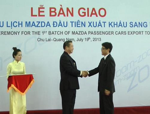The leaders of Vina Mazda company-Vietnam  and Mazda Motor company-Japan in the Delivery ceremony for the 1st  batch of Mazda passenger cars export to Laos.