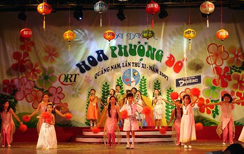 Từ khi được sân khấu hóa, hội diễn HPĐ tỉnh Quảng Nam mang sắc thái mới.