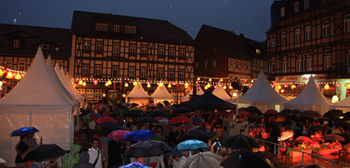 Many residents of Wernigerode city and nearby regions stood under the rain to enjoy the German and Vietnamese special musical performance.