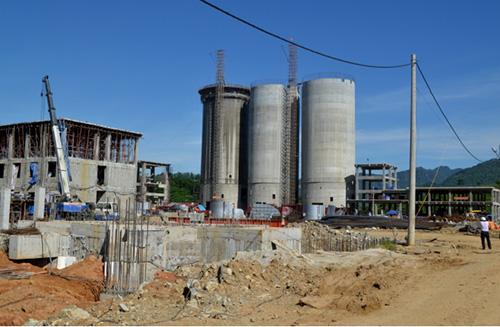 Nhà máy xi măng Thạnh Mỹ (Nam Giang) đang trong giai đoạn xây dựng.
