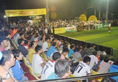 Hình ảnh khá đẹp tại giải Bóng đá mini phong trào toàn quốc khu vực Quảng Nam - Cúp Bia SaiGon 2013. Ảnh: T.V