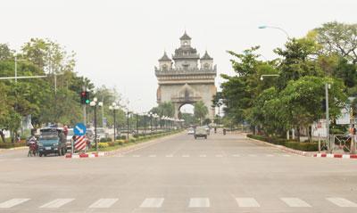 Đại lộ Thanon Luang ở thủ đô Viêng Chăn.