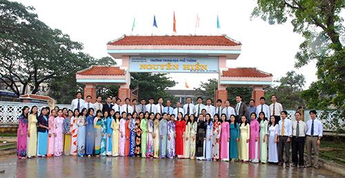 Hội đồng Sư phạm trường THPT Nguyễn Hiền (Duy Xuyên).