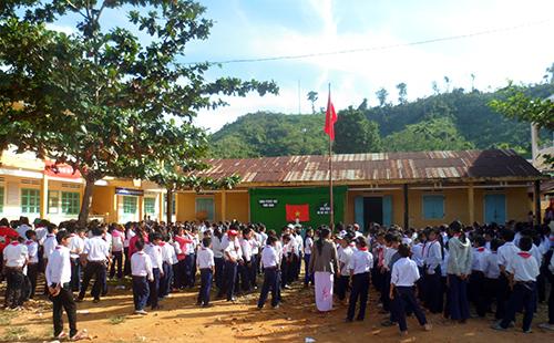 Ngày tựu trường của trường Phổ thông Dân tộc bán trú cụm vùng cao xã Phước Chánh. Ảnh: Hoàng Yên