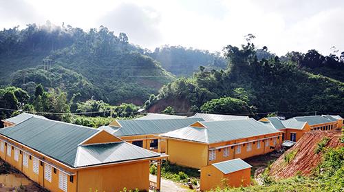 Ngôi trường mới được đầu tư khang trang, sạch đẹp hơn nhiều. Ảnh: VINH ANH