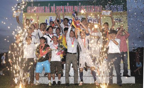 Niềm vui đoạt chức vô địch của đội Tam Kỳ.