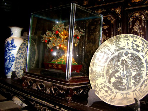 """Many Diep family's antiques are not only precious objects, they also contain many interesting things"""