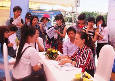 Doanh nghiệp du lịch tư vấn nghề cho sinh viên.