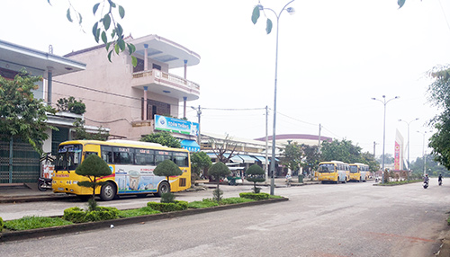 Trạm xe buýt Tam Kỳ - Đà Nẵng trên đường Chiến Thắng.