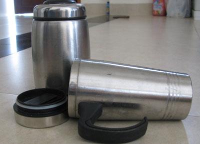 Trước thông tin bình nước nóng có chứa chất độc hại, người tiêu dùng đã cẩn thận hơn với các vật dụng giữ nóng tương tự.Ảnh: C.T.A