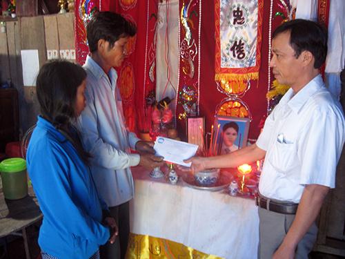Số tiền huyện Bắc Trà My và xã Trà Đông hỗ trợ chỉ giúp một phần chi phí đưa nạn nhân Chính về quê lo hậu sự gia cảnh nạn nhân cần lắm sự sẻ chia, giúp đỡ.