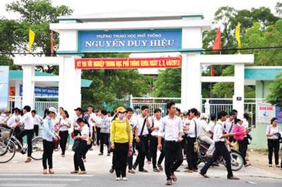 Học sinh trường THPT Nguyễn Duy Hiệu trong giờ tan học.