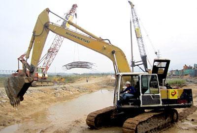Gói thầu 3A thuộc dự án đường cao tốc Đà Nẵng - Quảng Ngãi đang được triển khai. Ảnh: CÔNG TÚ