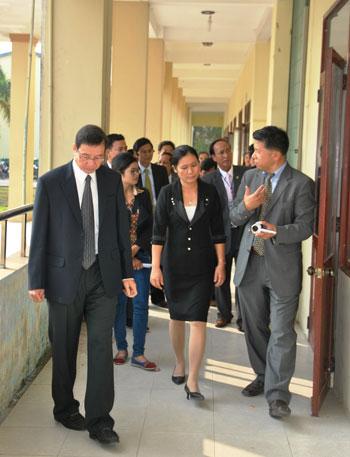 Đoàn đại biểu trường Đại học Keimyung (Hàn Quốc) tham quan cơ sở vật chất trường Cao đẳng KTKT Quảng Nam.