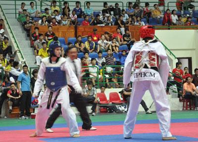Trần Thị Mỹ Khanh (bên trái) hiện là niềm hy vọng số một của thể thao đất Quảng. Ảnh: AN NHI